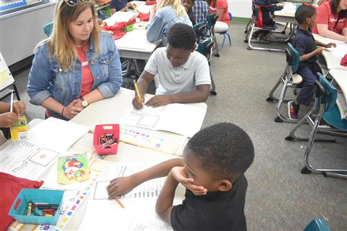 Tutormate volunteer works with first grade students