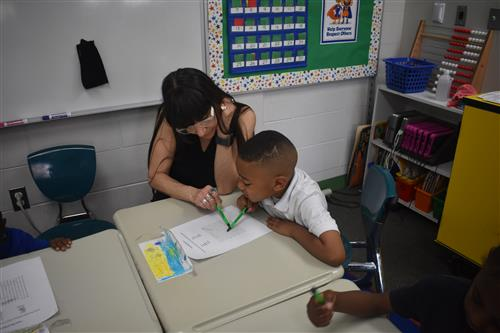 Tutormate volunteer works one on one with first grade student