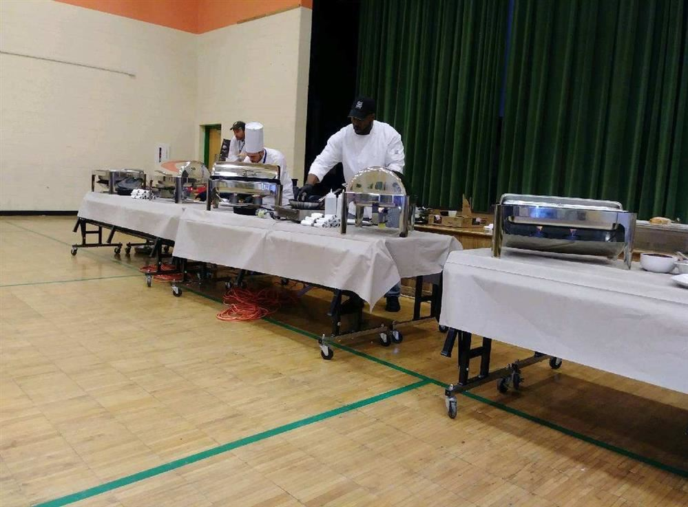 Iron Chefs cook  healthy Thanksgiving meals.