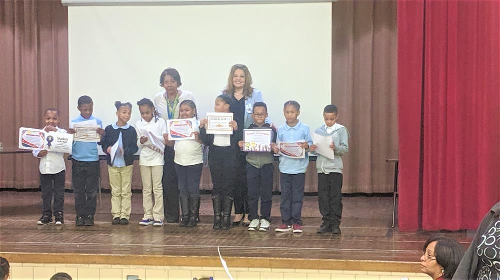 Picture of students with teacher and Principal holding award