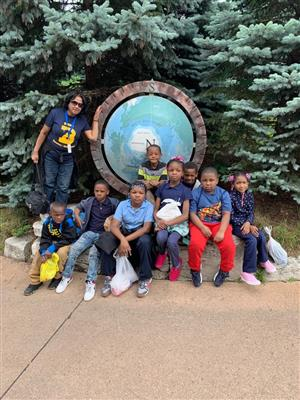 Burns 2nd Graders at Detroit Zoo